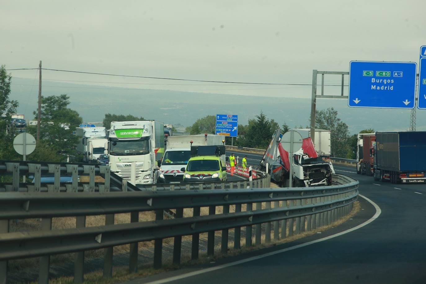 Herido el conductor de un camión en un accidente en la A-1, en Lopidana