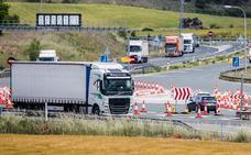 Los camiones abandonan la N-1 y colapsan la autopista entre Burgos y Álava al ser gratuita