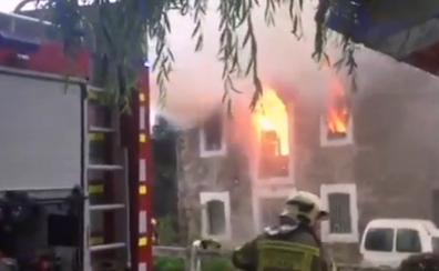 Tres personas evacuadas por un incendio en una vivienda abandonada de Barakaldo