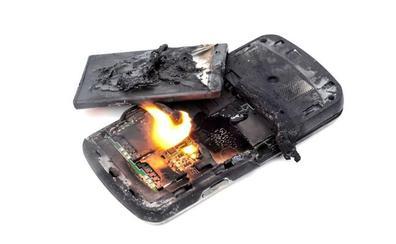Qué hacer (y qué no) si se incendia la batería de tu móvil