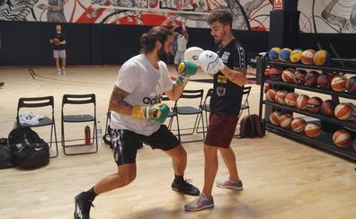 ¿Por qué el boxeador de Etxebarri Jon Fernández entrena a la estrella de la NBA Ricky Rubio?