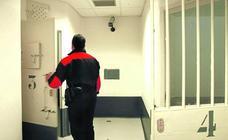 Instalan cámaras dentro de los calabozos de la comisaría de la Ertzaintza en Bilbao