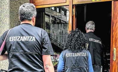 La Ertzaintza detiene a los tres miembros de una red que vendía cocaína en Vitoria y Ayala