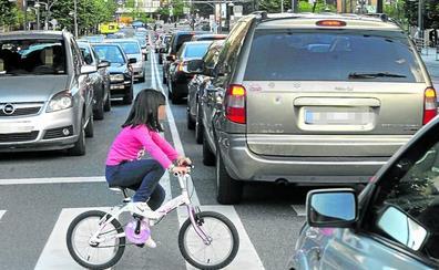 El Gobierno vasco estudia restringir el tráfico junto a los colegios al aumentar la polución