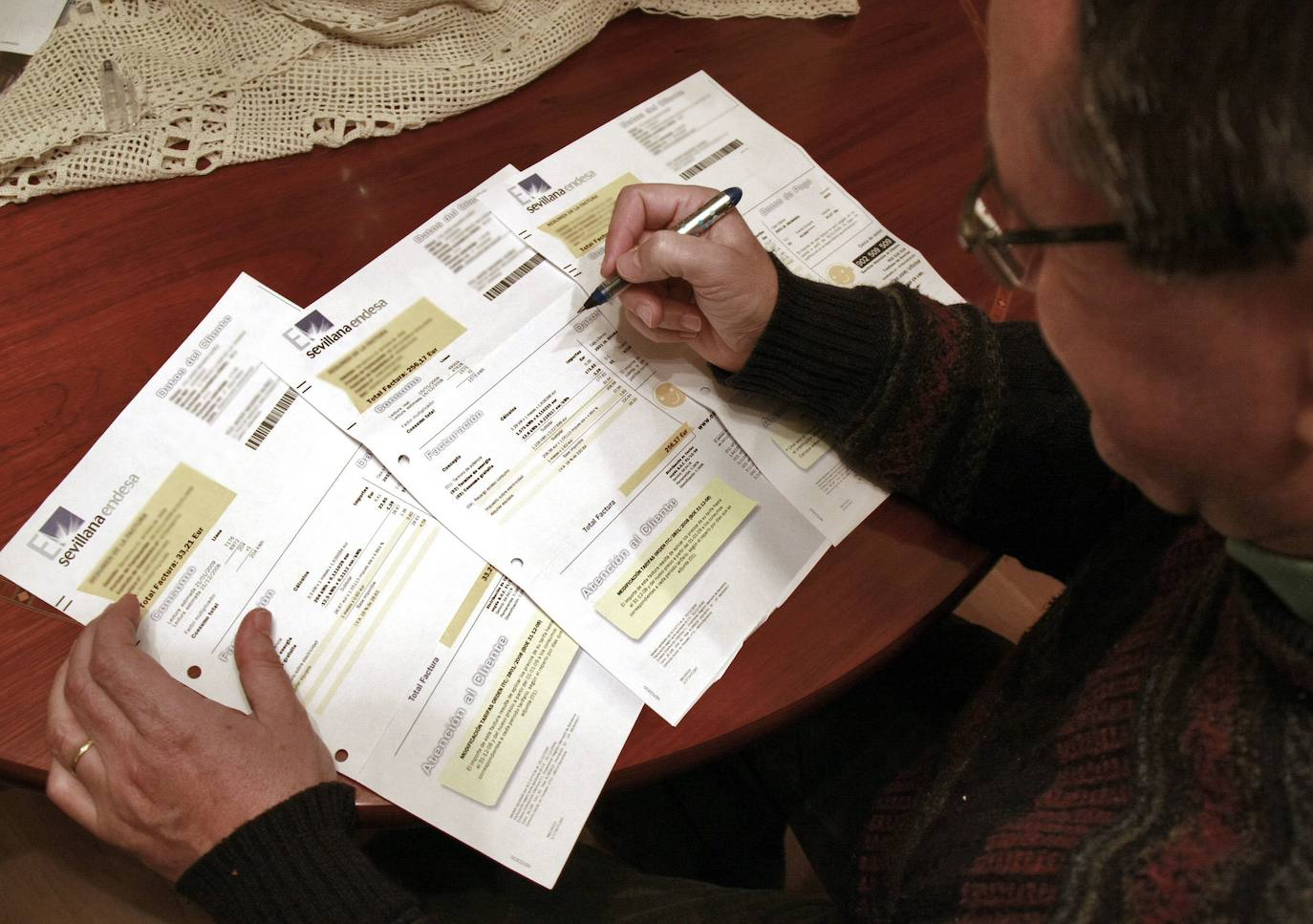 Competencia propone recortar los peajes a las energéticas, lo que contribuirá a rebajar la factura