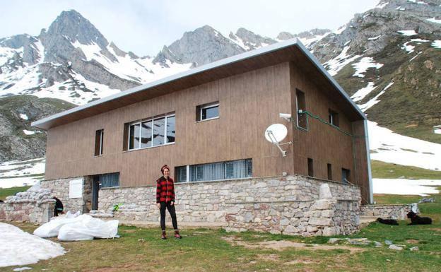 Tania Plaza, la única mujer responsable de un refugio de montaña en España
