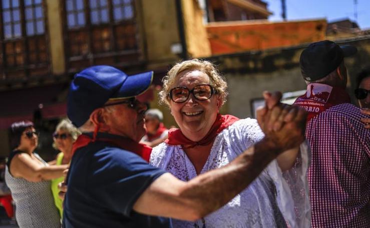 Fiesta y baile en Labastida