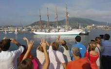 El 'Juan Sebastián Elcano' pone rumbo a Getaria