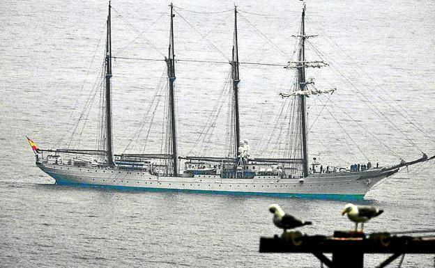 El 'Juan Sebastián Elcano' a su llegada el jueves a Getxo./l. calabor