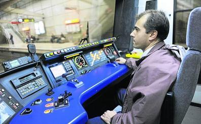 Los trabajadores del metro cambiarán el uniforme por primera vez