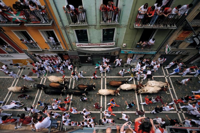 Segundo encierro de San Fermín muy veloz y limpio de los toros de Cebada Gago