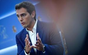 Rivera justifica su nuevo plantón porque el candidato socialista «no es el Rey»