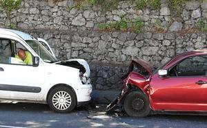 Dos heridos en una colisión frontal entre dos vehículos en Arrigorriaga