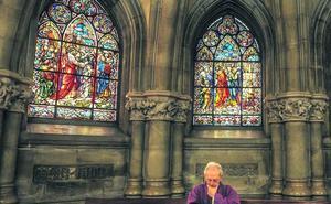 La Catedral Nueva muestra el esplendor de sus vidrieras