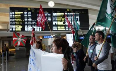 Los empleados del aeropuerto de Bilbao retomarán el domingo la huelga al fracasar la negociación