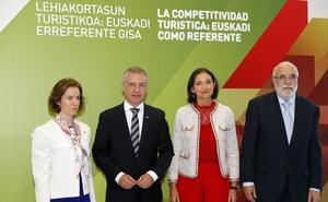 La ministra de Turismo pone de ejemplo el modelo vasco porque «integra lo distinto»