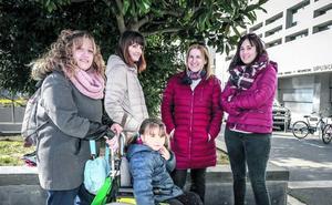 Álava devolverá el IRPF al centenar de madres que lo reclamaron primero
