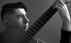 Amós Lora gitarra-jotzailearen kontzertua izango da bihar Santa Maria katedralean