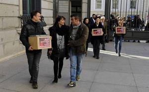 La familia de Maribel Tellaetxe vuelve al Congreso de los Diputados para apoyar la eutanasia