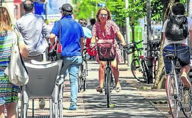 Tres ciclistas heridos cada semana en Vitoria