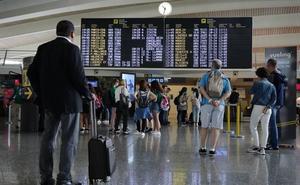 20 vuelos en riesgo de cancelarse el domingo por la huelga en el aeropuerto de Loiu