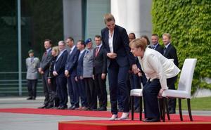 Merkel se sienta para conjurar los temblores