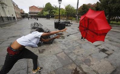 La tormenta Barry se convierte en huracán de categoría 1 antes de tocar la costa de EE UU