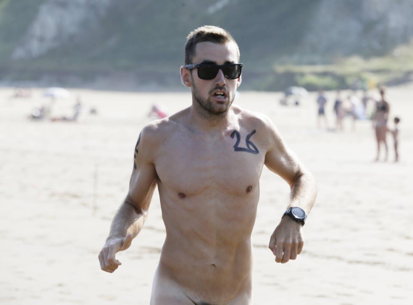 Las imágenes de la carrera nudista de Sopela
