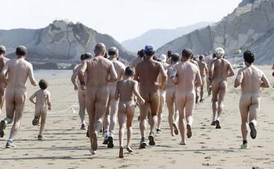 20 años reivindicando el nudismo en Sopela