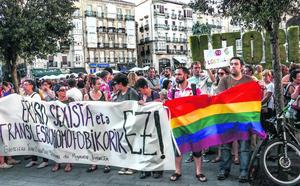 Retiran la custodia en Vitoria a unos padres que pegaron a su hijo por ser gay