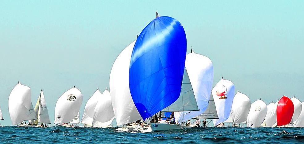 La flota del Mundial de vela invade Getxo