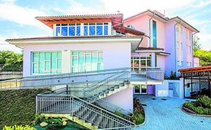 Una residencia vacía en Pobes tras una inversión de un millón de euros