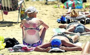 Los dermatólogos alertan de un incremento de los casos por alergia solar