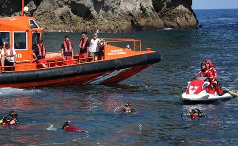 La Cruz Roja se sumerge en San Juan de Gaztelugatxe para agasajar a su 'Amatxu'