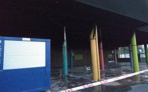 Un incendio provoca daños en la fachada y el hall de entrada de la ikastola Asti Leku de Portugalete