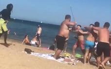 Multitudinaria pelea en la playa de la Barceloneta a plena luz del día