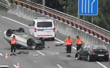 Tres heridos en un choque entre dos vehículos en el corredor del Txorierri a la altura de Sondika