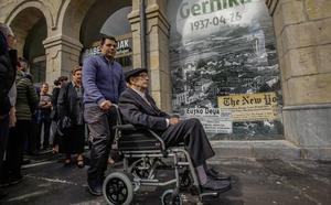 Gernika Gogoratuz recopila relatos colectivos sobre la violencia en una publicación