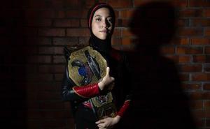 'Phoenix', la luchadora con hiyab que rompe tabúes en Malasia