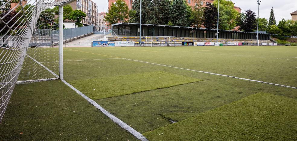Los retrasos en las obras de los campos de fútbol de Vitoria afectarán a 50 equipos de formación