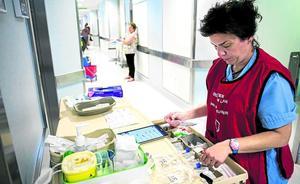 Petos rojos para no molestar a las enfermeras que preparan la medicación