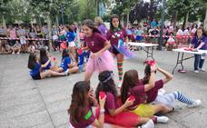 Los 'peques' se desmelenan en las fiestas de Santurtzi a golpe de magia y destreza