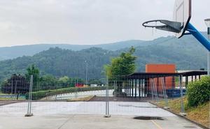 Arrancan las obras de la nueva zona de gimnasia en el parque de Bizkotxalde