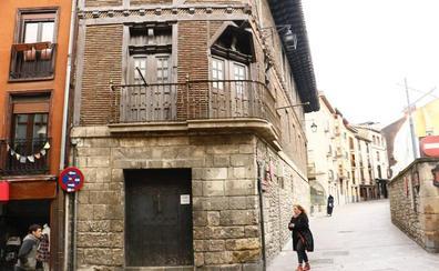 Kutxabank vende por cerca de 1,5 millones la Casa de los Gobeo-Guevara en el Casco Medieval