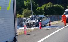 Un vehículo sale ardiendo en la A-8 a la altura de Muskiz