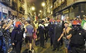 Bengalas, banderas, cordón policial... Así se ha vivido la Copa África
