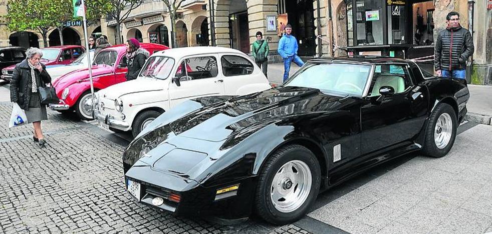 El Araba Classic Club reivindica mayor protección para los coches clásicos en su 25 cumpleaños
