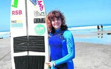 La primera española en un Mundial de Surf adaptado: «En el mar, no soy la ciega»