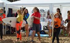 Bakio brinda hoy sus olas al encuentro de mujeres surfistas