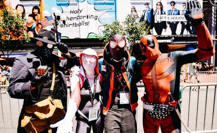 Superhéroes y famosos se citan en la Comic-Con de San Diego